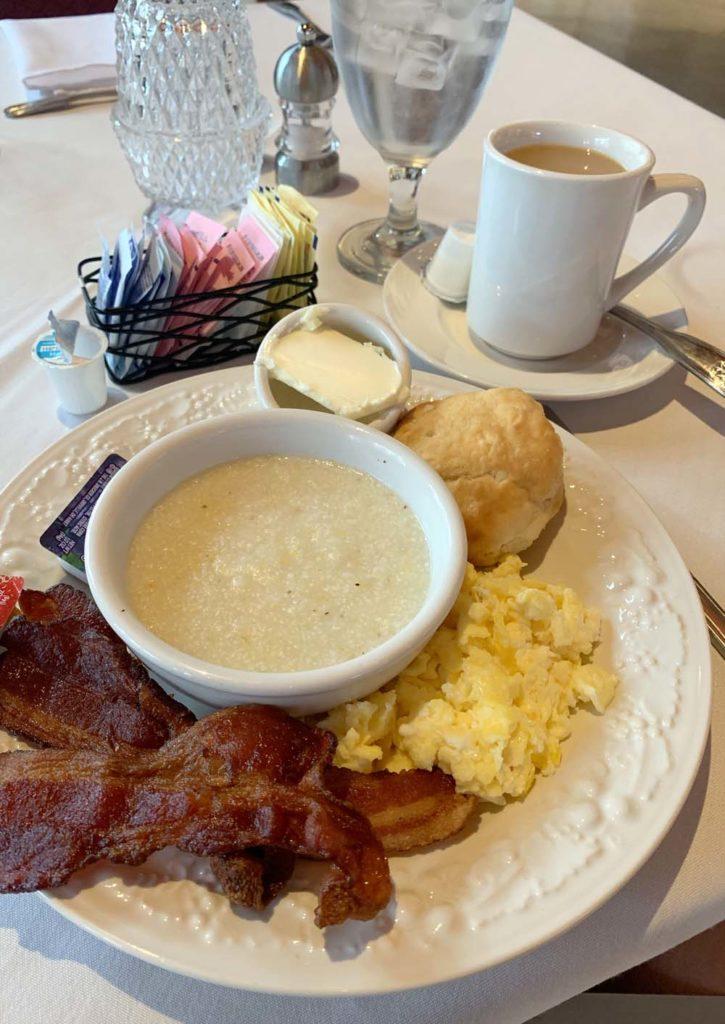 Südstaaten-Frühstück mit Grits