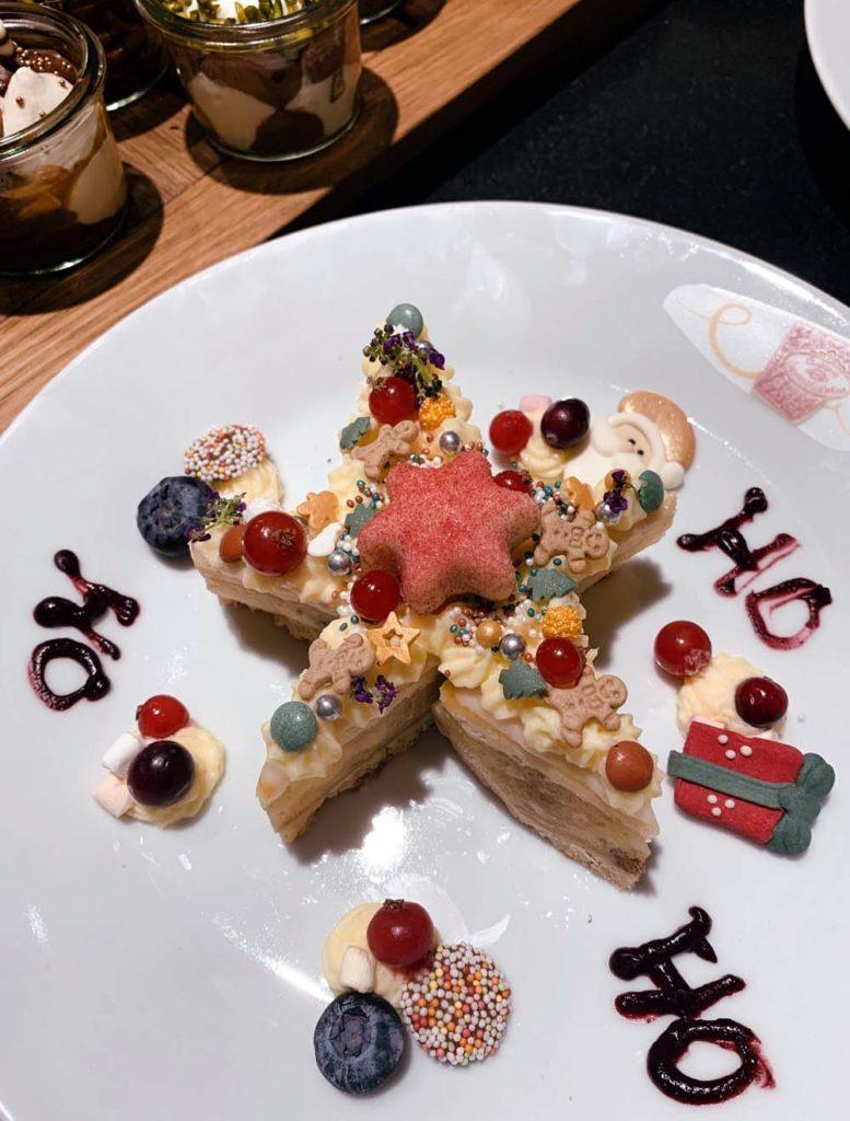 Üppig verzierter Letter, äh Star Cake