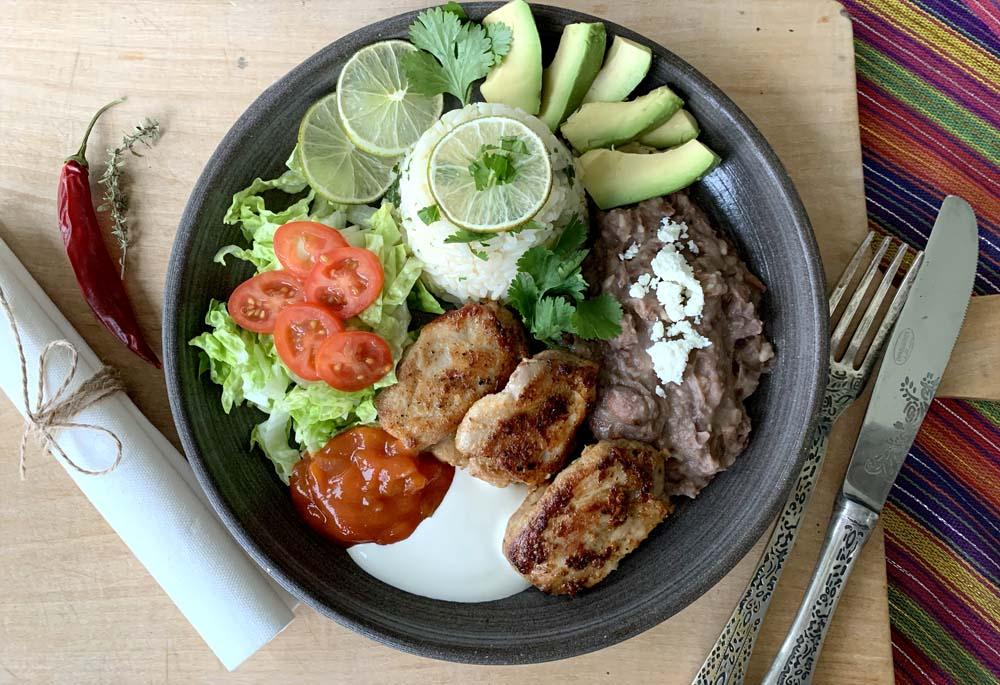 Chipotle Chicken mit Reis und Bohnen