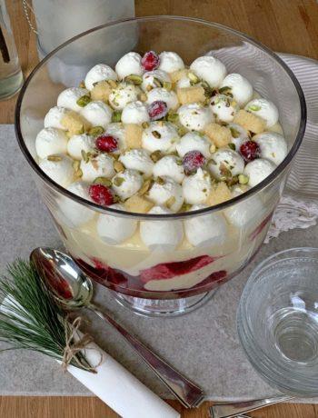 USA-Rezept für Trifle mit Cranberries, Kuchen und Pudding