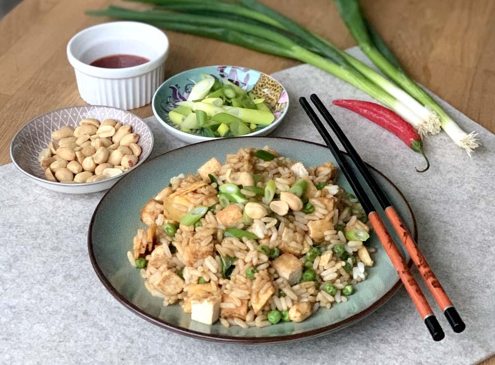 Fried Rice mit Tofu und Erdnüssen