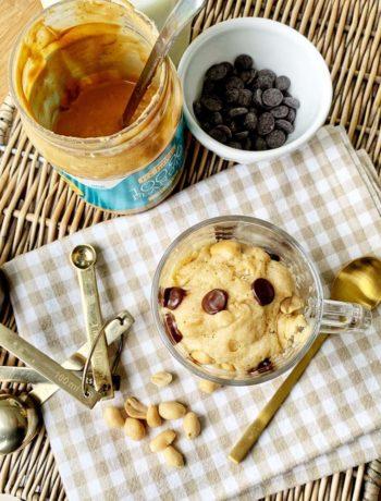 Tassenkuchen mit Erdnussbutter und Schokolade