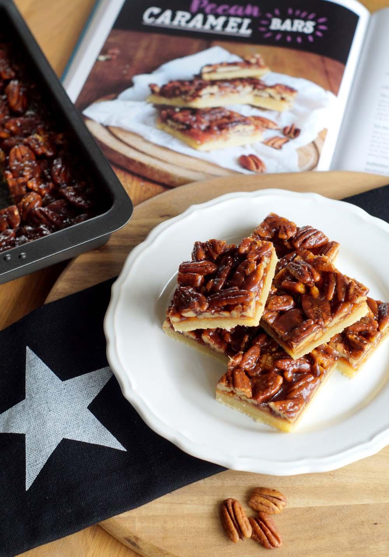 """Caramel Pecan Bars (aus """"Bake in the USA"""")"""