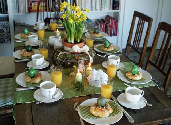 Gedeckter Tisch zu Ostern