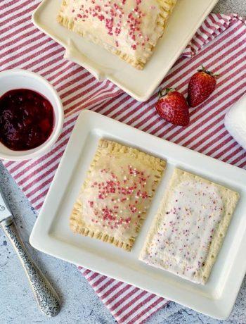 Selbst gemachte Pop Tarts mit Erdbeerfüllung