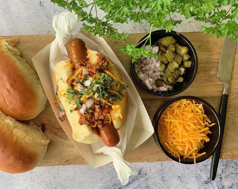Coney Island Hot Dogs mit Chili und Käse