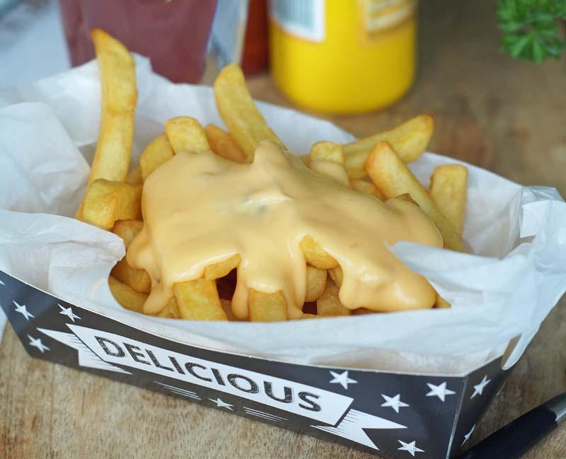 Cheese Sauce for fries (Käsesauce zu Pommes)