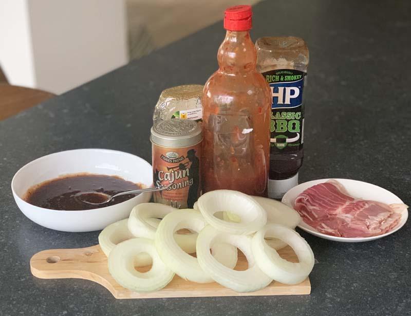 Zutaten für Onion Bacon Rings (Zwiebelringe mit Speck)