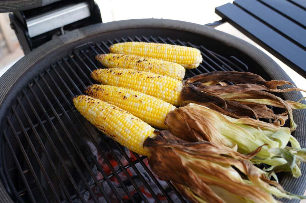 Maiskolben auf dem Grill