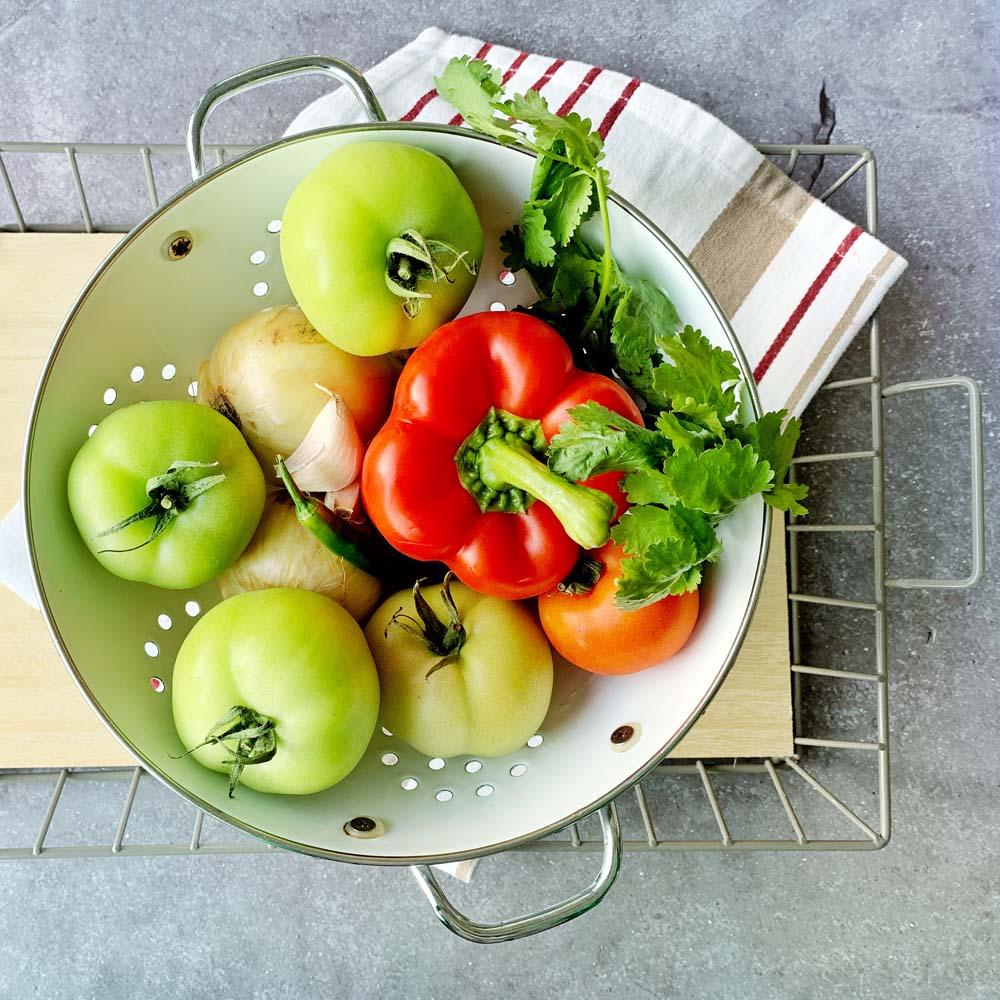 ZUtaten für Salsa aus grünen Tomaten