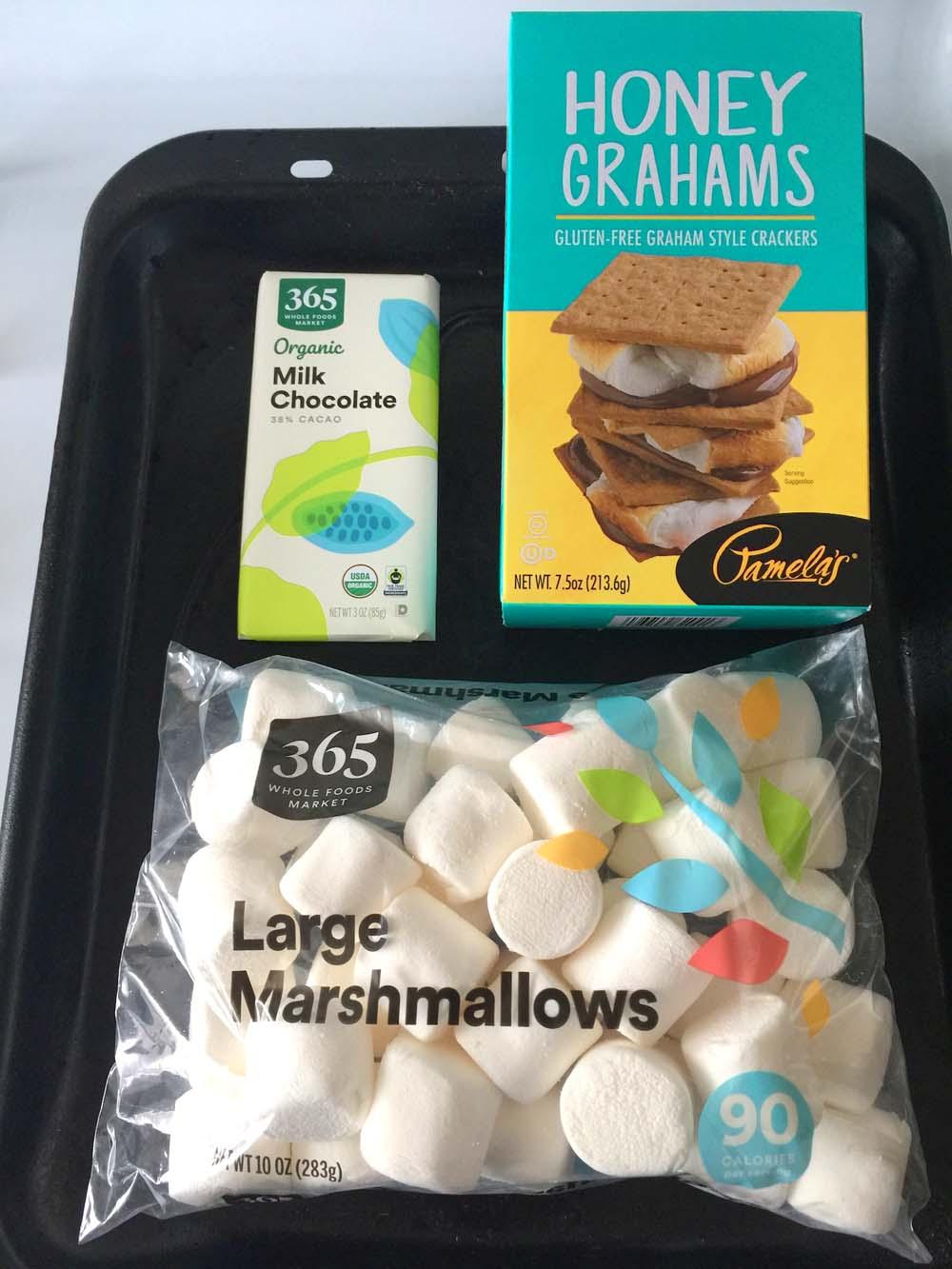 Zutaten für die Smores, geröstete Marshmallows