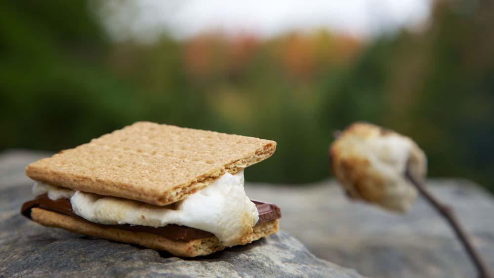 Smores, Kekse mit Marshmallows und Schokolade