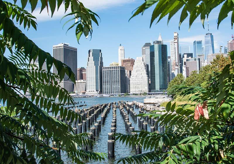 Ausbick nach Manhattan von der Brooklyn Heights Promenade