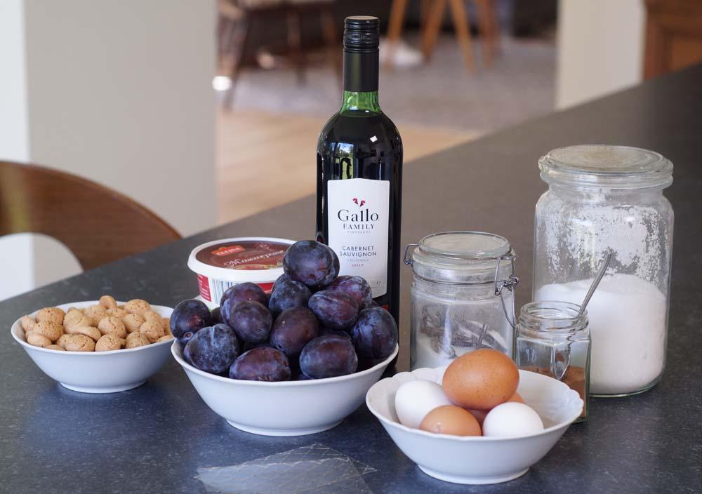 ZUtaten für Rotweinpflaumen und Zimtparfait