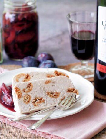 USA-Rezept für Rotweinpflaumen und Zimtparfait